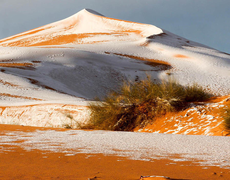 Chuyện khó tin: tuyết rơi phủ trắng sa mạc Sahara - Ảnh 7.