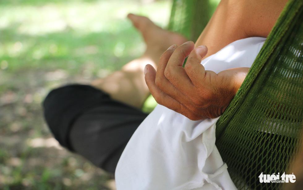 Người Hà Nội kín mít như ninja trong cái nóng gần 40 độ C - Ảnh 16.