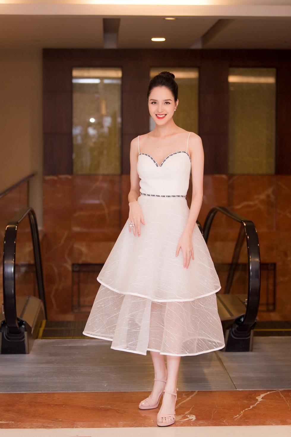 Thí sinh Hoa hậu Việt Nam 2018 sẽ phải bán vé số, cào nghêu - Ảnh 7.