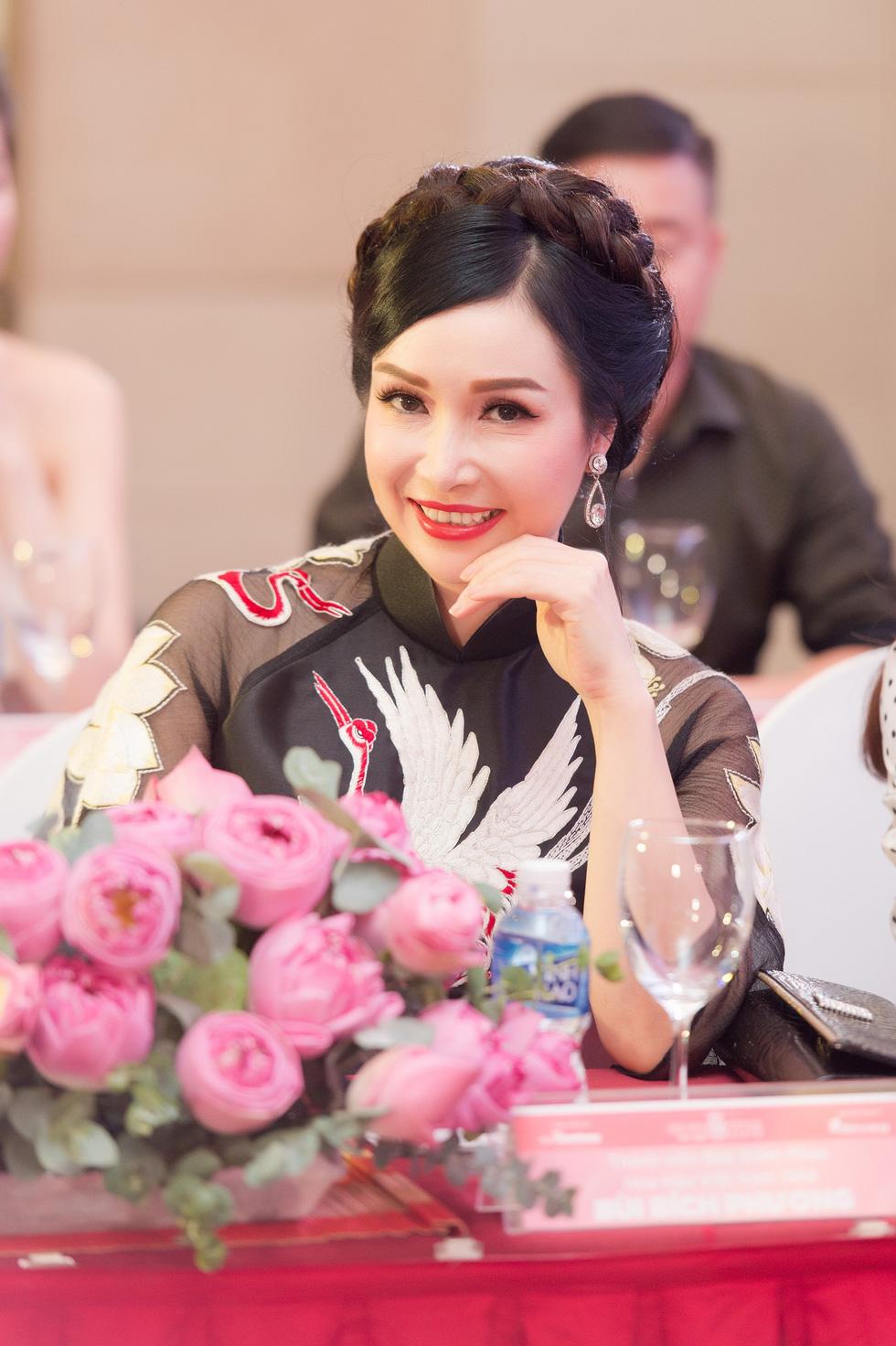 Thí sinh Hoa hậu Việt Nam 2018 sẽ phải bán vé số, cào nghêu - Ảnh 3.