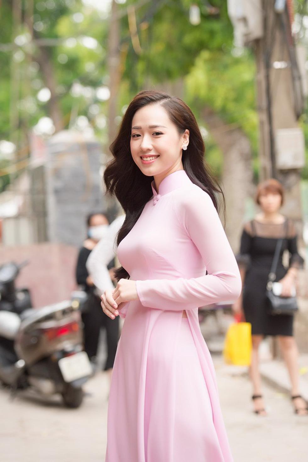 Thí sinh Hoa hậu Việt Nam 2018 sẽ phải bán vé số, cào nghêu - Ảnh 2.