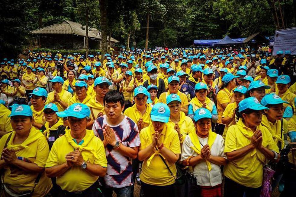 Giải cứu đội bóng Thái Lan: cầu nguyện nữ thần hang Tham Luang - Ảnh 1.