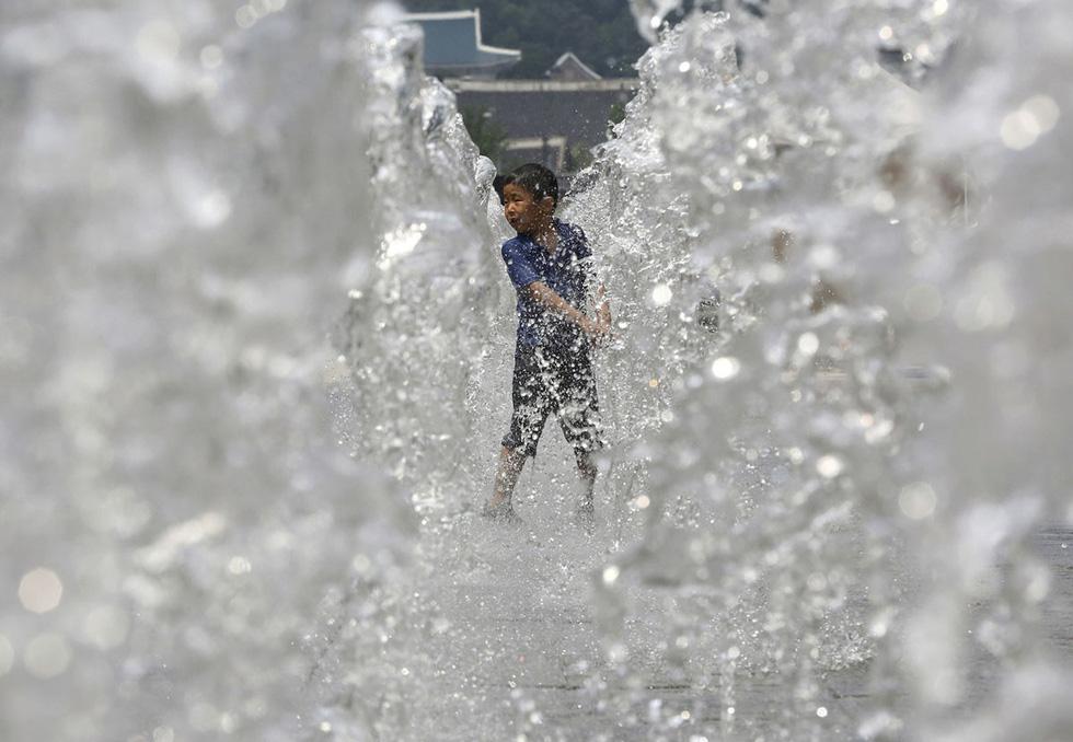 Thế giới trong tuần qua ảnh: phụ nữ Trung Quốc biến thành người ngoài hành tinh khi tắm biển - Ảnh 15.