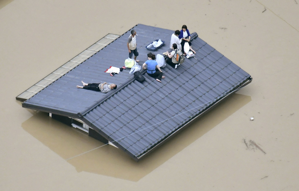 Cuộc đại di tản ở Nhật vì mưa khủng khiếp - Ảnh 1.