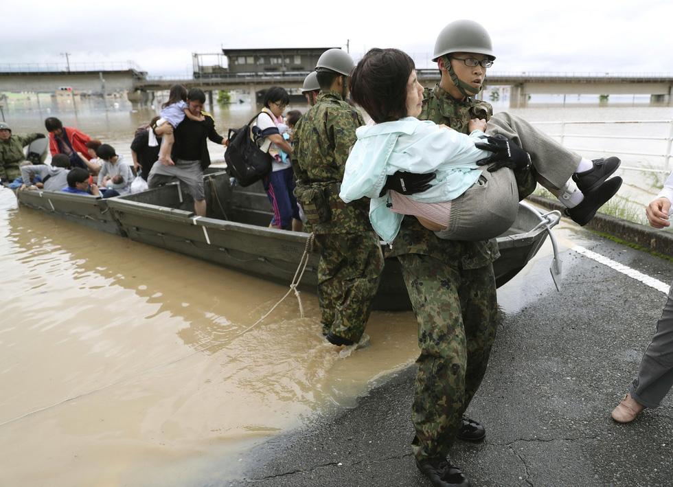 Cuộc đại di tản ở Nhật vì mưa khủng khiếp - Ảnh 2.