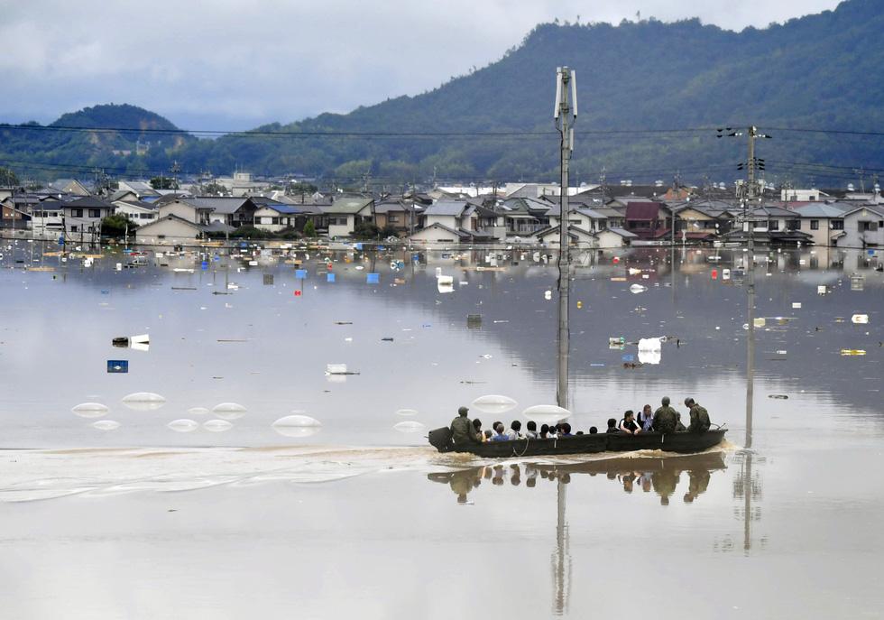 Cuộc đại di tản ở Nhật vì mưa khủng khiếp - Ảnh 5.