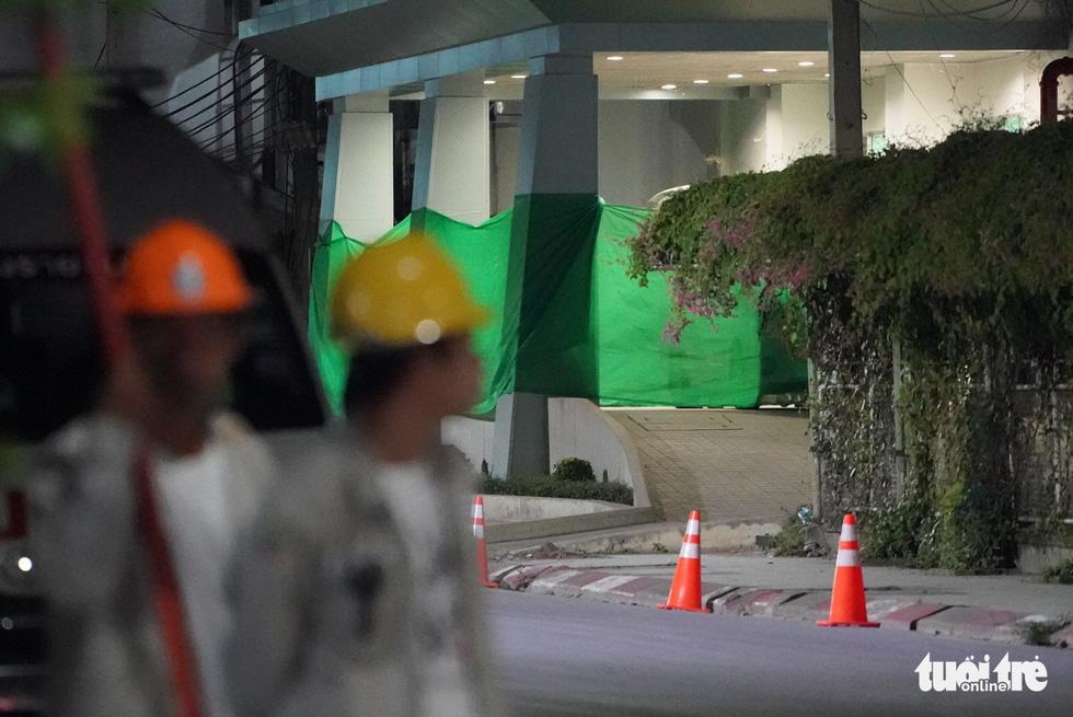 Giải cứu đội bóng Thái Lan: Truyền thông quốc tế túc trực ở bệnh viện - Ảnh 6.