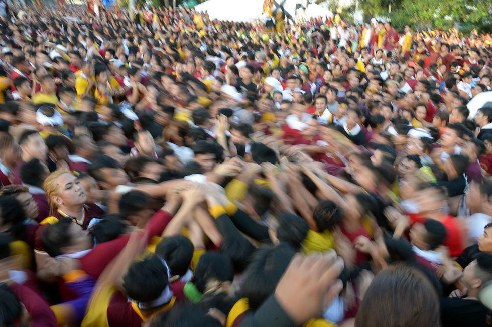 Chen lấn kinh hoàng tại lễ hội Black Nazarene ở Philippines - Ảnh 8.