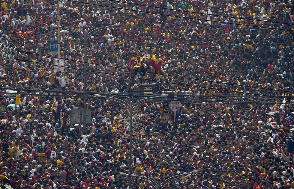 Chen lấn kinh hoàng tại lễ hội Black Nazarene ở Philippines - Ảnh 9.