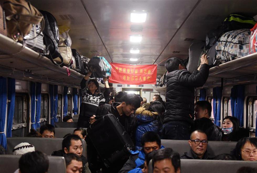 2,98 tỉ lượt dân Trung Quốc ùn ùn về quê ăn Tết - Ảnh 9.