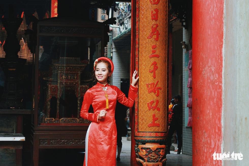 Xúng xính áo dài đón Tết ở làng người Hoa - Ảnh 11.