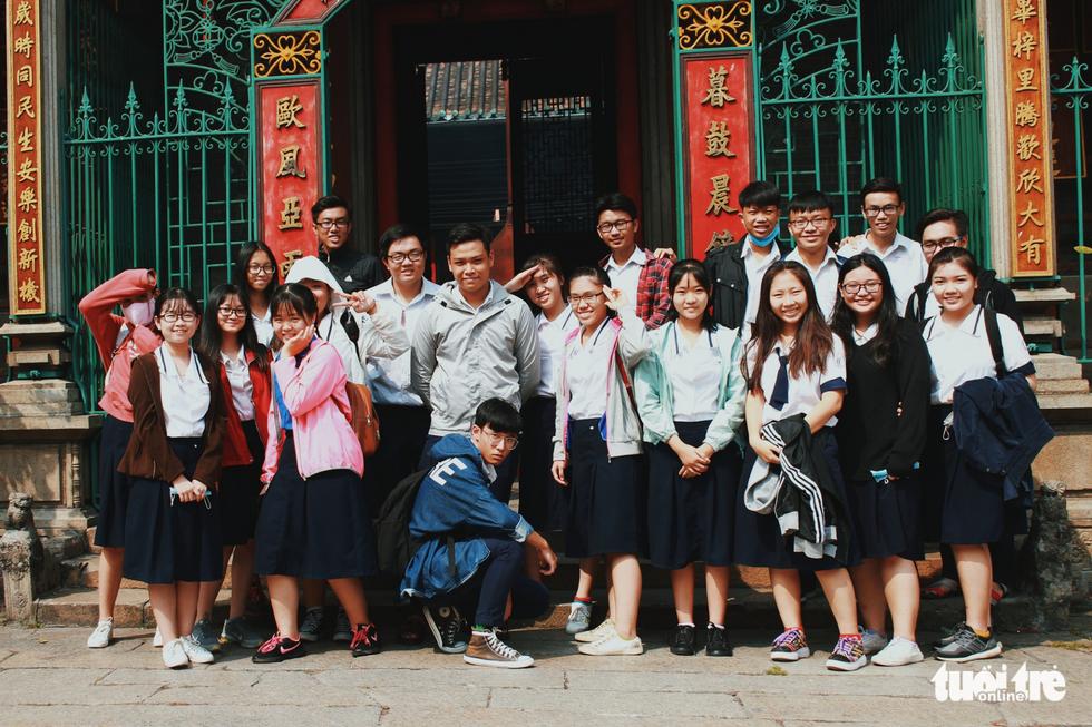 Xúng xính áo dài đón Tết ở làng người Hoa - Ảnh 12.