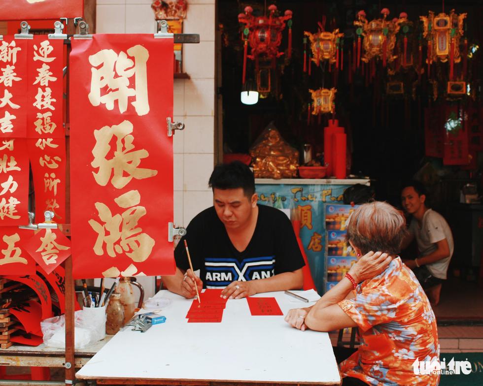 Xúng xính áo dài đón Tết ở làng người Hoa - Ảnh 4.