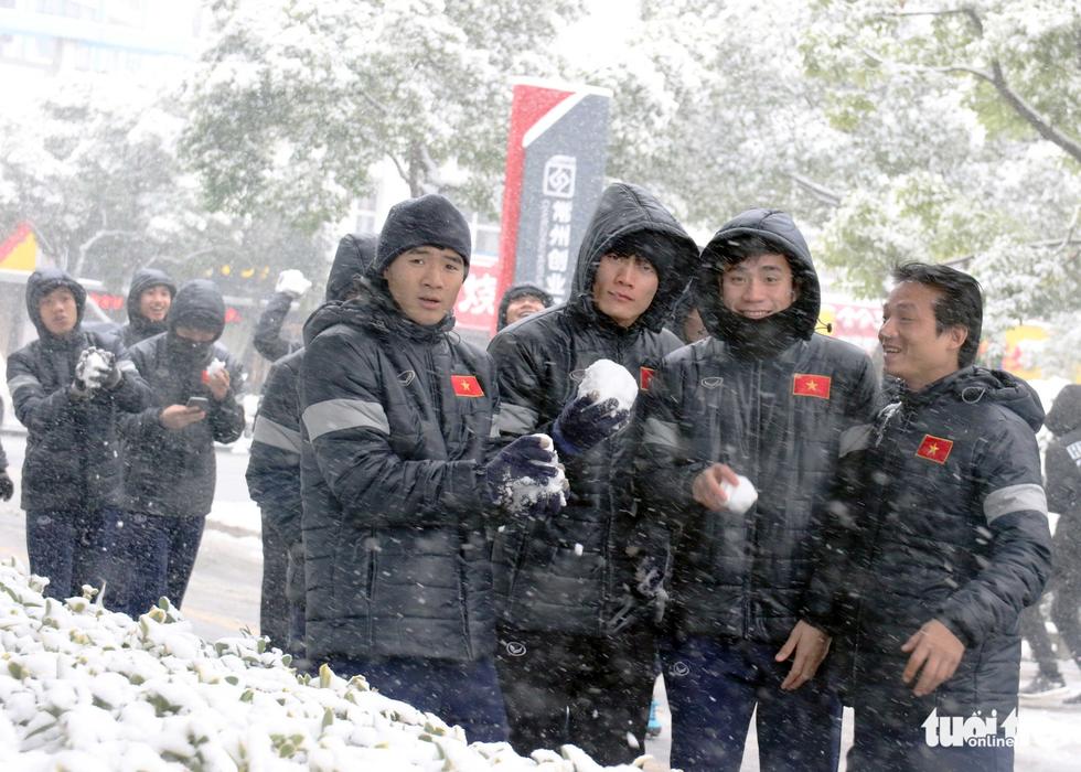 Tuyết phủ trắng nơi U23 Việt Nam đá trận chung kết lịch sử - Ảnh 5.