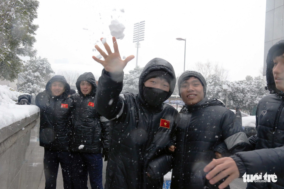 Tuyết phủ trắng nơi U23 Việt Nam đá trận chung kết lịch sử - Ảnh 8.