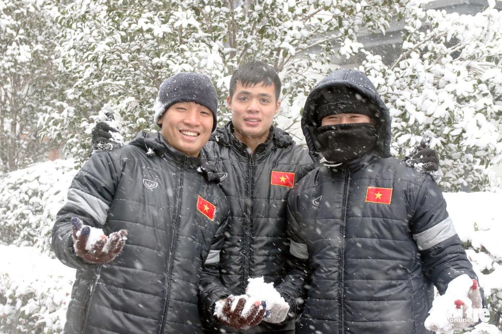 Tuyết phủ trắng nơi U23 Việt Nam đá trận chung kết lịch sử - Ảnh 9.