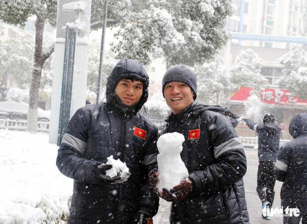 Tuyết phủ trắng nơi U23 Việt Nam đá trận chung kết lịch sử - Ảnh 11.