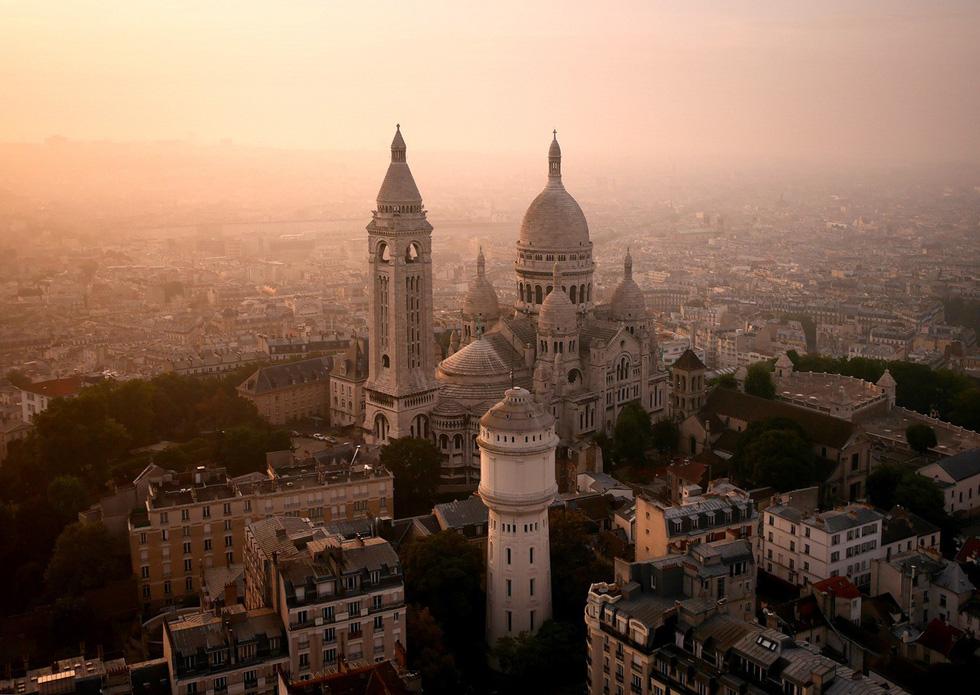 Vẻ đẹp kì ảo của các địa danh nổi tiếng nhìn từ flycam - Ảnh 3.