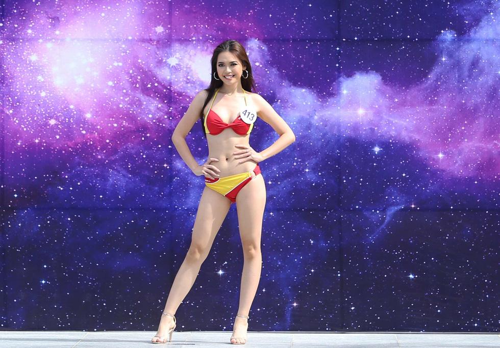 Thí sinh Hoa hậu Hoàn vũ VN trình diễn bikini nóng bỏng - Ảnh 2.