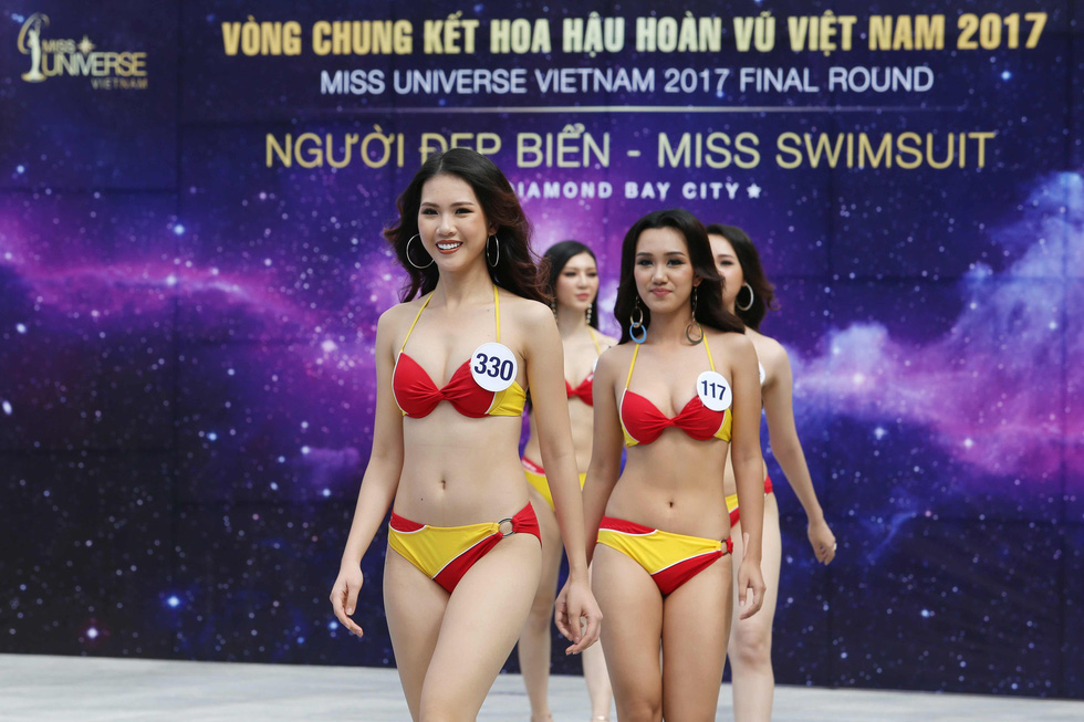 Thí sinh Hoa hậu Hoàn vũ VN trình diễn bikini nóng bỏng - Ảnh 1.