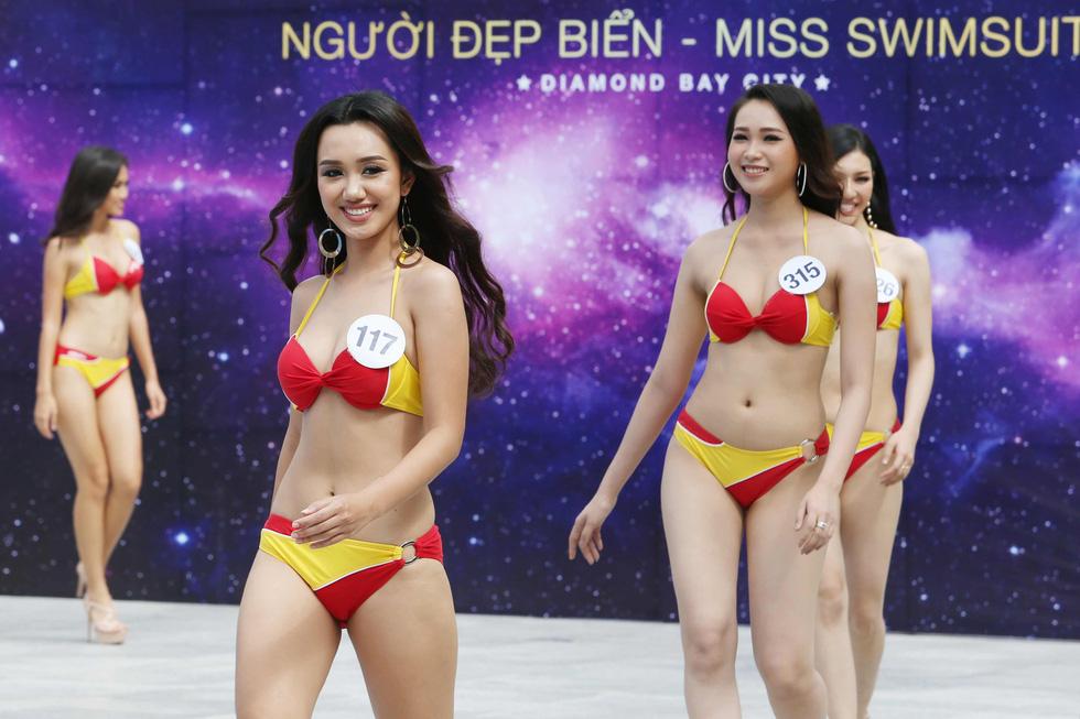 Thí sinh Hoa hậu Hoàn vũ VN trình diễn bikini nóng bỏng - Ảnh 7.