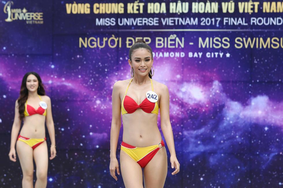 Thí sinh Hoa hậu Hoàn vũ VN trình diễn bikini nóng bỏng - Ảnh 9.
