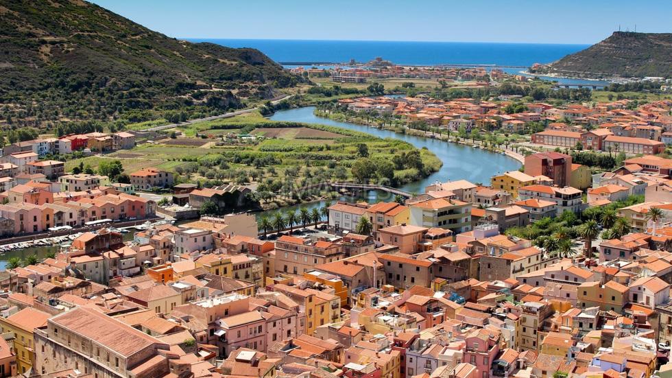 10 ngôi làng ở châu Âu khiến khách ngẩn ngơ - Ảnh 1.