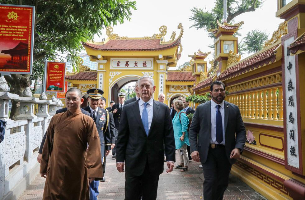 Một ngày của Bộ trưởng Quốc phòng Mỹ James Mattis ở Hà Nội - Ảnh 3.