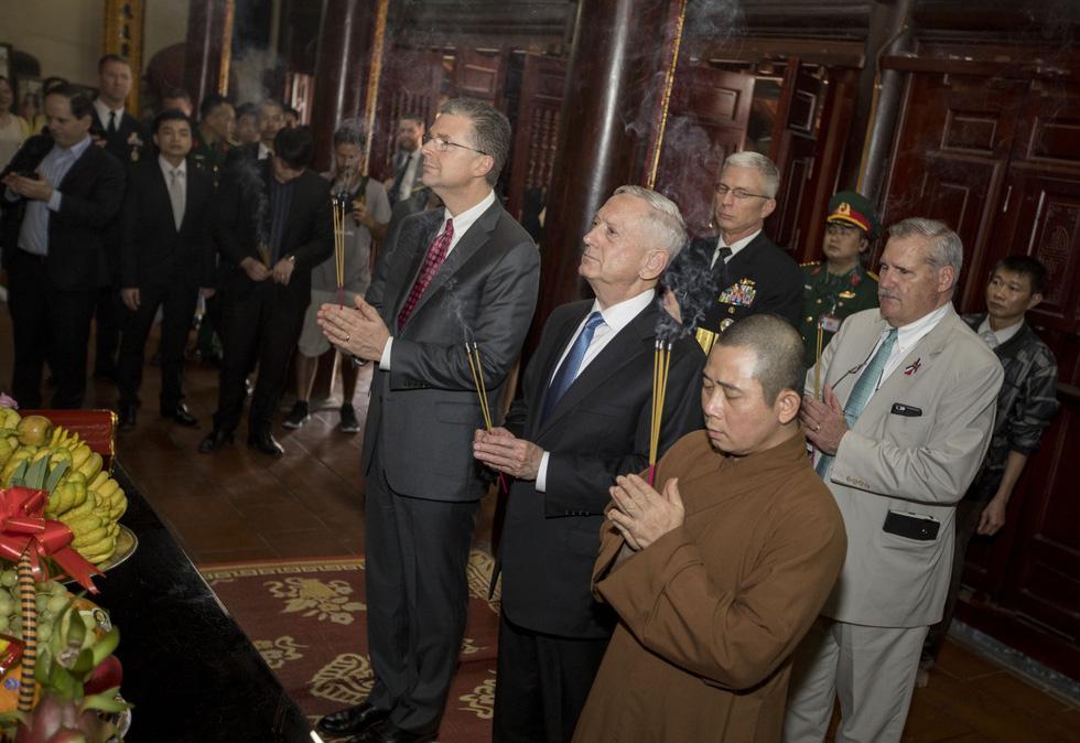 Một ngày của Bộ trưởng Quốc phòng Mỹ James Mattis ở Hà Nội - Ảnh 4.