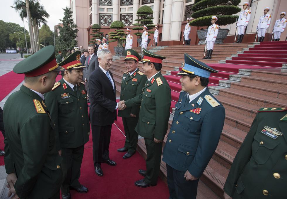 Một ngày của Bộ trưởng Quốc phòng Mỹ James Mattis ở Hà Nội - Ảnh 9.