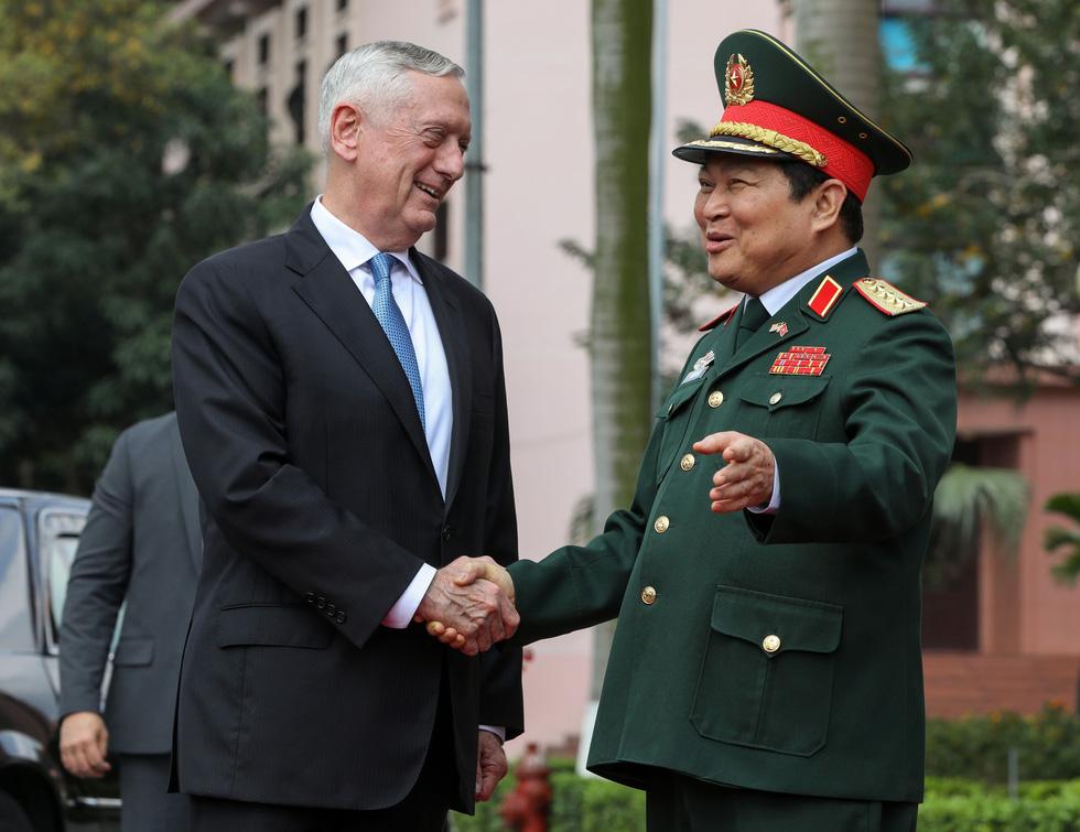 Một ngày của Bộ trưởng Quốc phòng Mỹ James Mattis ở Hà Nội - Ảnh 6.