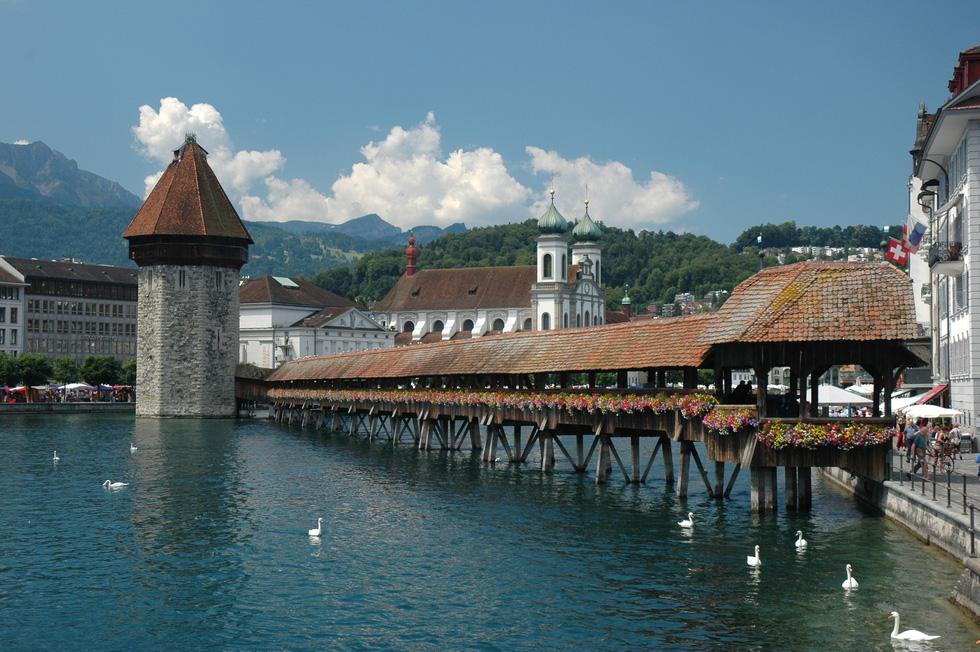 10 cây cầu nổi tiếng thế giới - Ảnh 10.