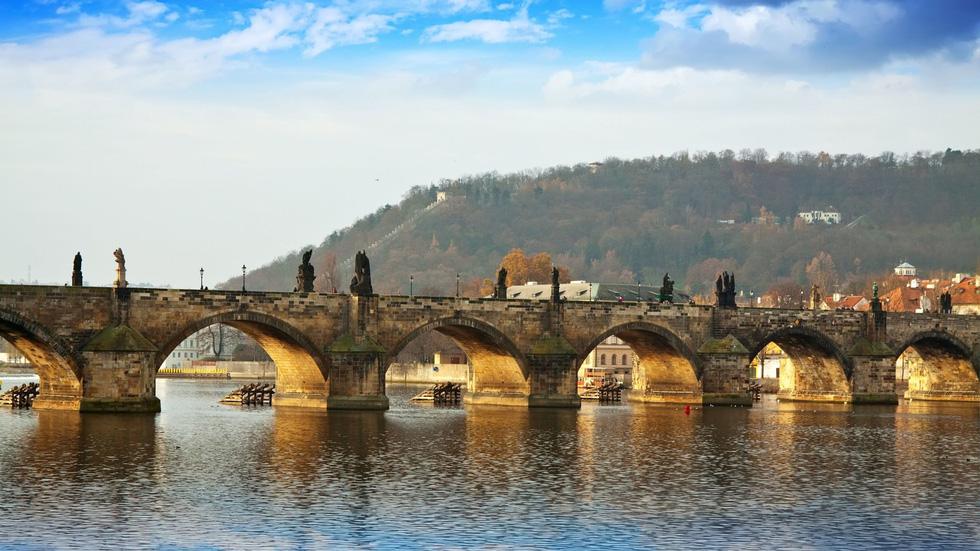 10 cây cầu nổi tiếng thế giới - Ảnh 8.