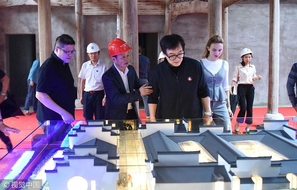 Thành Long tặng 4 căn nhà cổ được sưu tập trong 20 năm - Ảnh 1.