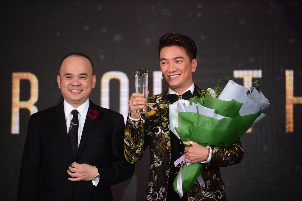 Hữu  Châu - người đàn ông biểu tượng của năm 2017 - Ảnh 3.