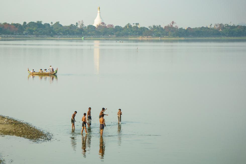 Đi Mandalay ngắm hoàng hôn ở cầu U Bein - Ảnh 12.