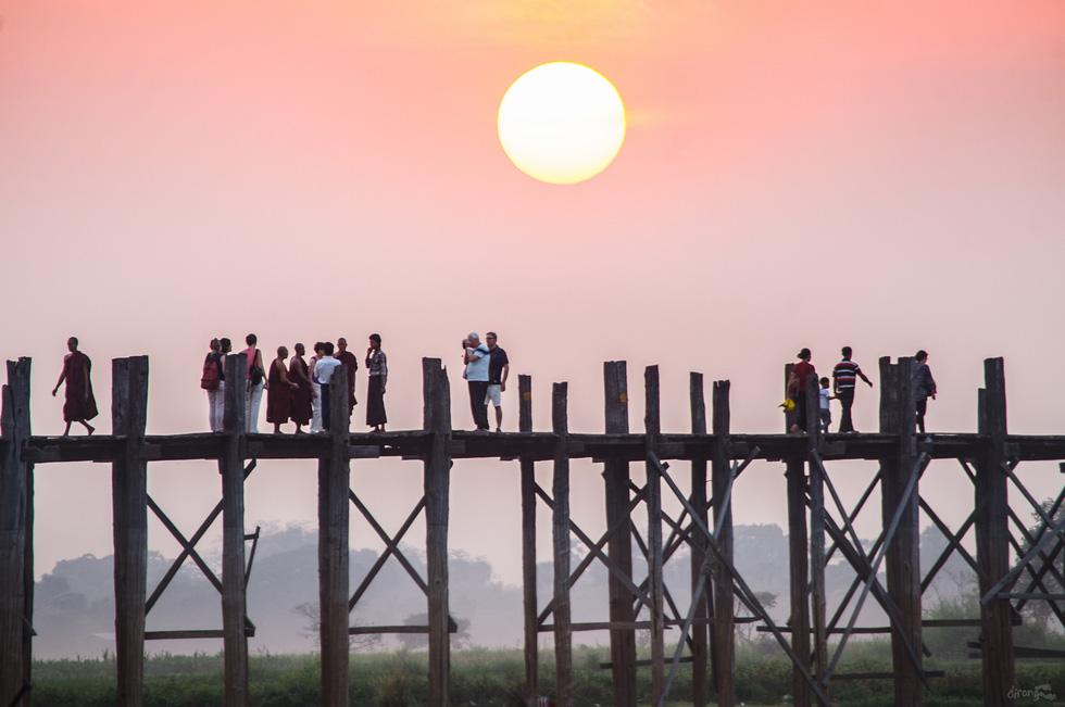 Đi Mandalay ngắm hoàng hôn ở cầu U Bein - Ảnh 1.