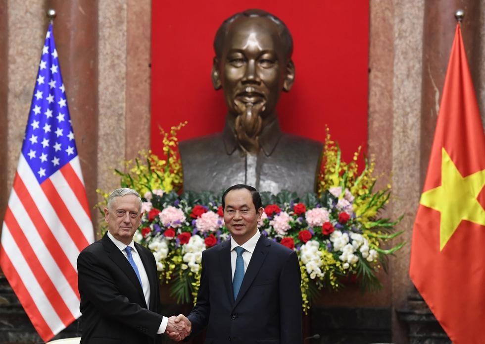 Một ngày của Bộ trưởng Quốc phòng Mỹ James Mattis ở Hà Nội - Ảnh 2.