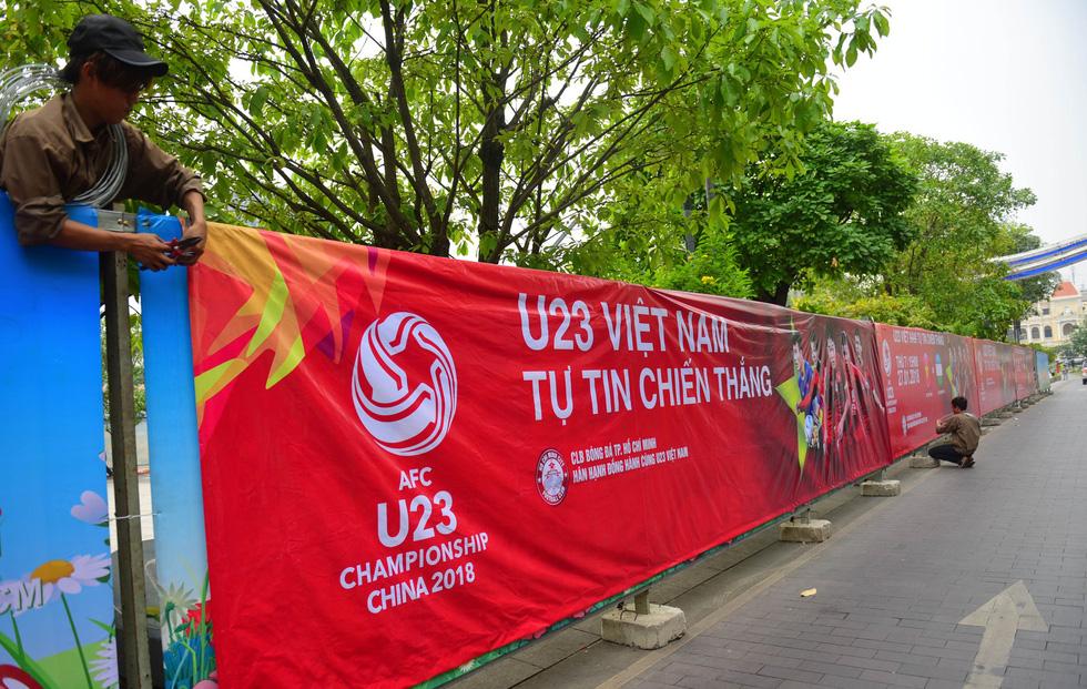 Cả Sài Gòn rạo rực đợi chung kết U23 - Ảnh 3.