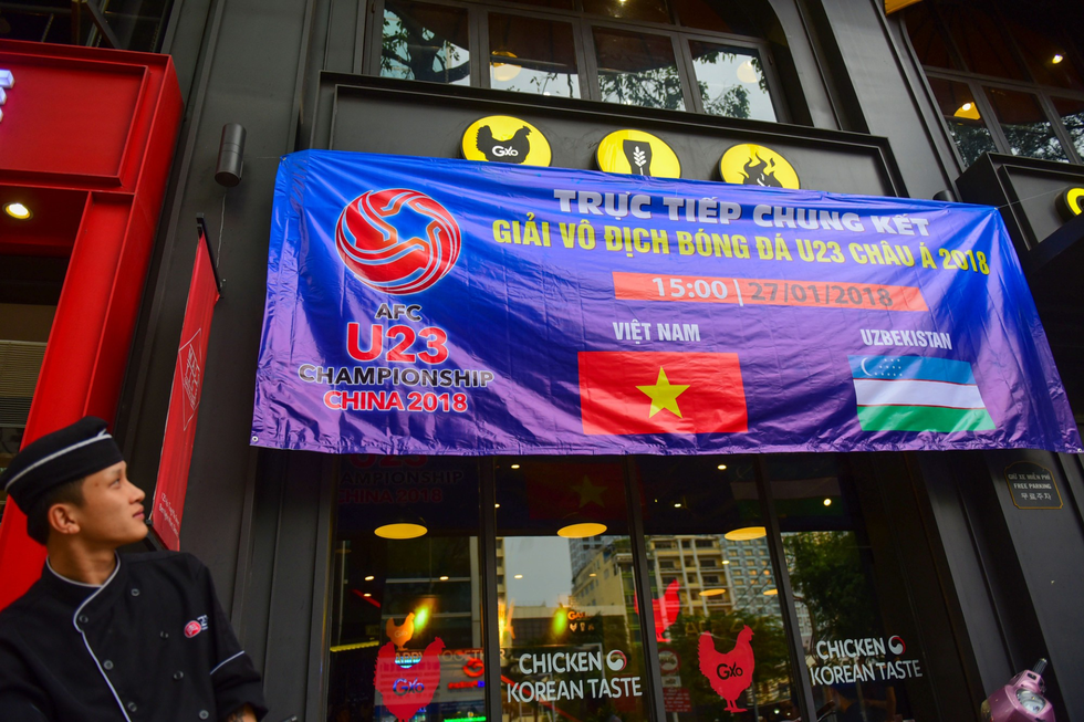 Cả Sài Gòn rạo rực đợi chung kết U23 - Ảnh 8.