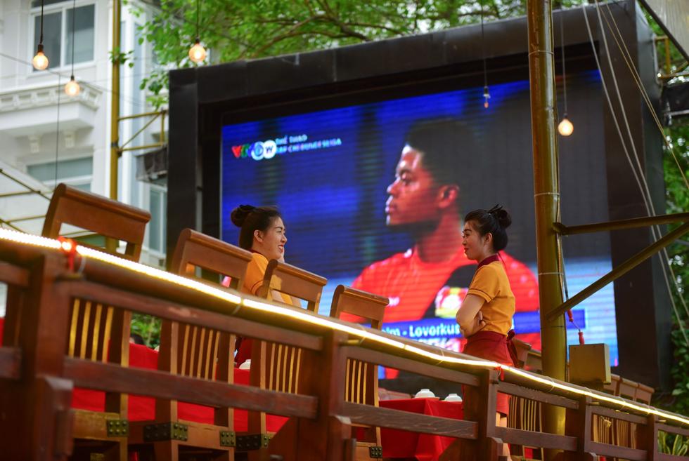 Cả Sài Gòn rạo rực đợi chung kết U23 - Ảnh 9.