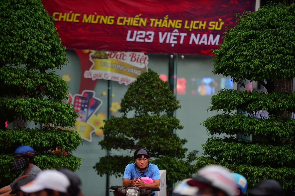 Cả Sài Gòn rạo rực đợi chung kết U23 - Ảnh 1.