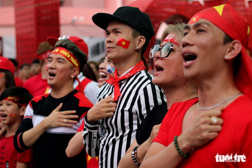 Nghệ sĩ Sài Gòn tụ hội cổ vũ đội tuyển U23 Việt Nam - Ảnh 5.
