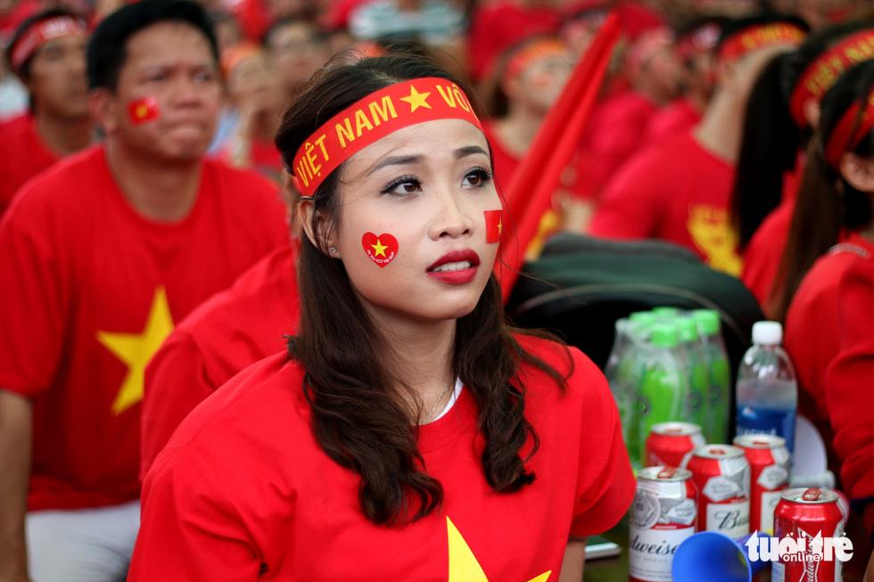 Nghệ sĩ Sài Gòn tụ hội cổ vũ đội tuyển U23 Việt Nam - Ảnh 6.