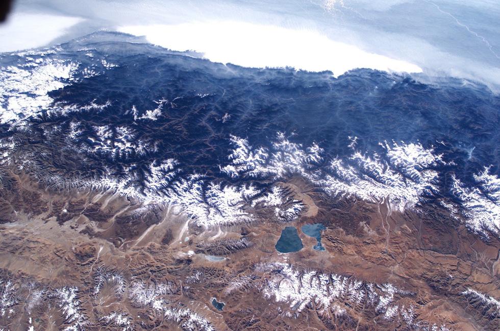 Ngắm ảnh 'nóc nhà thế giới' từ vệ tinh cực hùng vĩ - Ảnh 7.