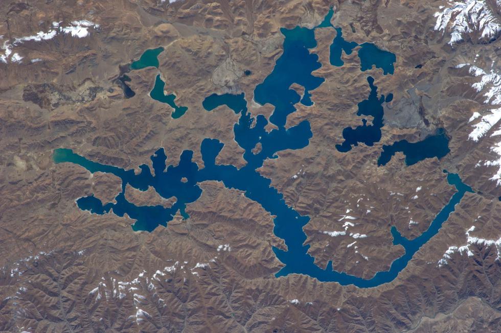 Ngắm ảnh 'nóc nhà thế giới' từ vệ tinh cực hùng vĩ - Ảnh 8.