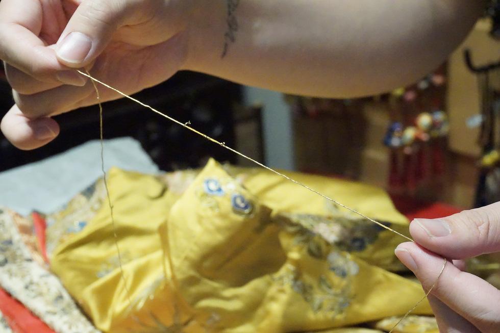 Chiếc áo của đức Từ Cung - mẹ vua Bảo Đại - từ Pháp trở về - Ảnh 16.