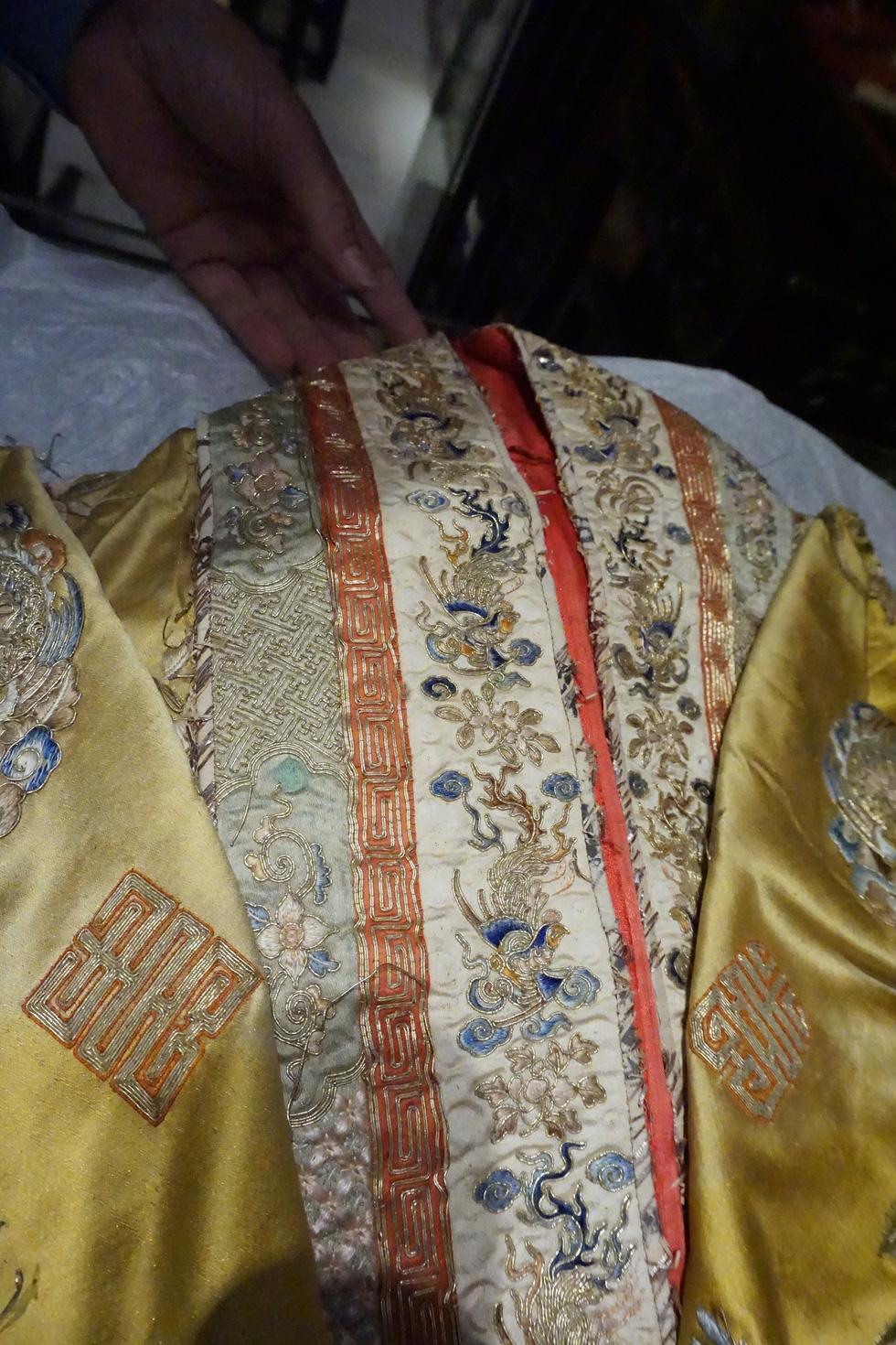 Chiếc áo của đức Từ Cung - mẹ vua Bảo Đại - từ Pháp trở về - Ảnh 14.