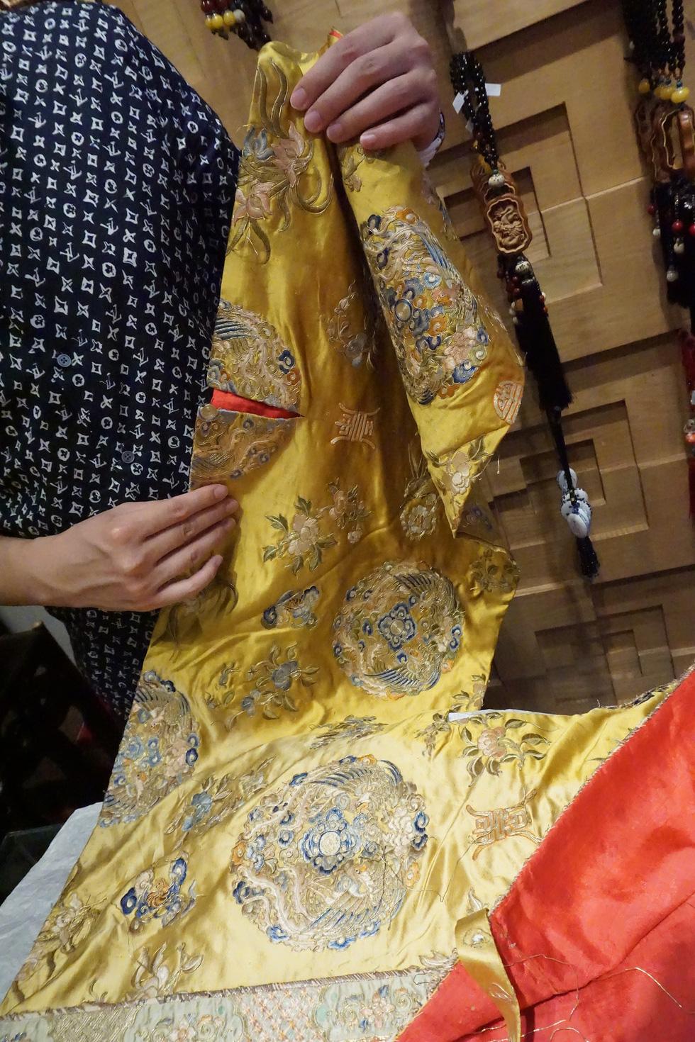 Chiếc áo của đức Từ Cung - mẹ vua Bảo Đại - từ Pháp trở về - Ảnh 11.