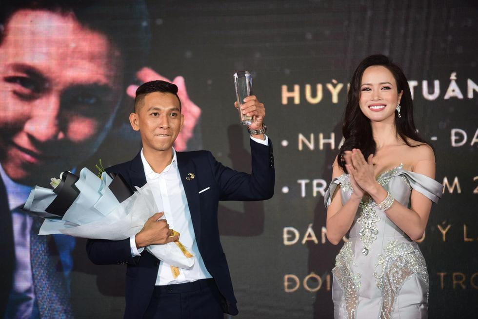 Hữu  Châu - người đàn ông biểu tượng của năm 2017 - Ảnh 6.
